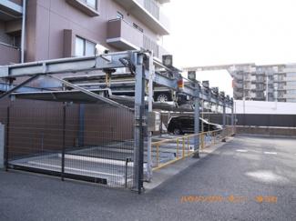 便利な立体駐車場があります。