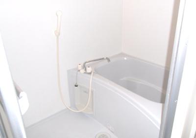 2階のもう一つの洋室。カーペット敷きです