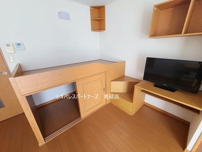 収納付きベッド台のあるお部屋です。