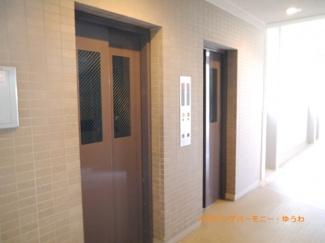エレベーター2基設置で、忙しい時間帯も安心です。