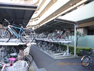 敷地内に、便利な屋根付き駐輪場があります。