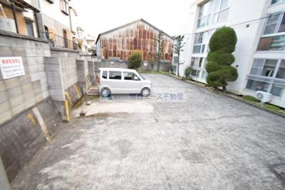 【駐車場】岩本マンション