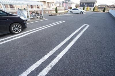【駐車場】ヒルサイドビレッジE