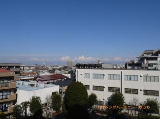閑静な住宅街に立地して、眺望も良好です。
