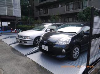 敷地内に、嬉しい駐車場を完備。