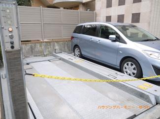 敷地内に専用の駐車場があります。