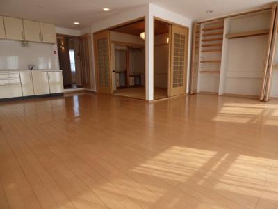 【居間・リビング】南茨木駅前ハイタウンK棟