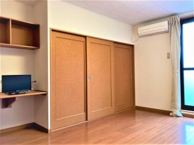 フローリング、居室約10帖のお部屋です