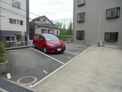敷地内駐車場空き有★