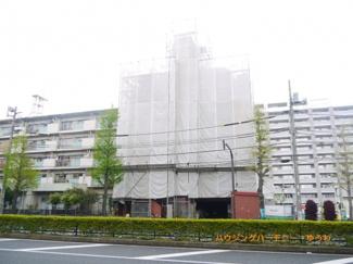 RC造のしっかりとした建物です。ただいま、大規模修繕工事中です。