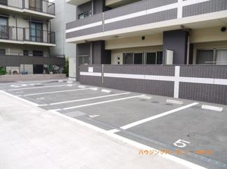 敷地内に、専用駐車場有ります