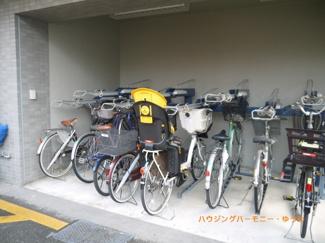 敷地内には、駐輪場有ります。