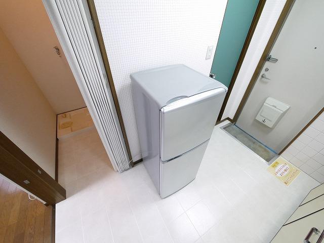 2ドア冷蔵庫もついてます。