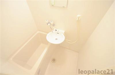 バストイレ別、温水洗浄便座付き