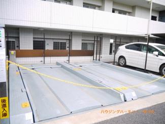 立体駐車場も完備しています。