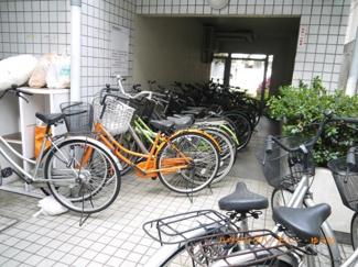 敷地内に専用駐輪場があります。