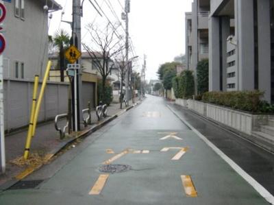 前面道路 閑静な邸宅街