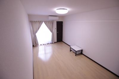 ☆8.7帖の洋室☆