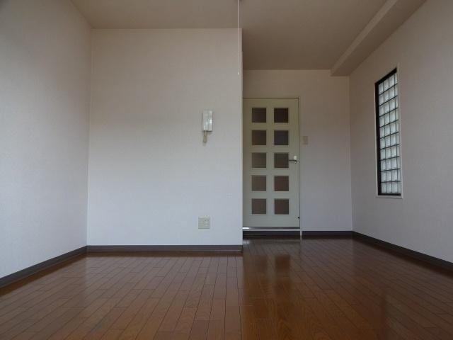 タクティ三郷 洋室