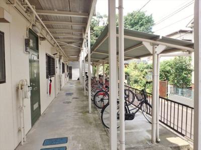 屋根付き駐輪場、バイク置き場もご相談下さい!