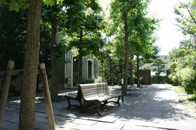 中庭のベンチ