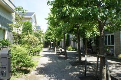 入口付近からの中庭