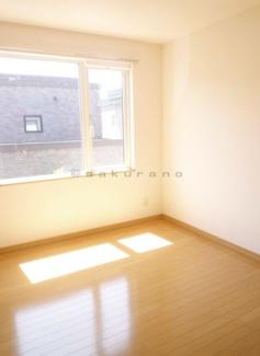 陽光ふりそそぐ明るい室内