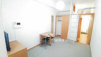 同タイプ居室:カーテン、TV付き(TVの種類・サイズはお部屋によって異なります)