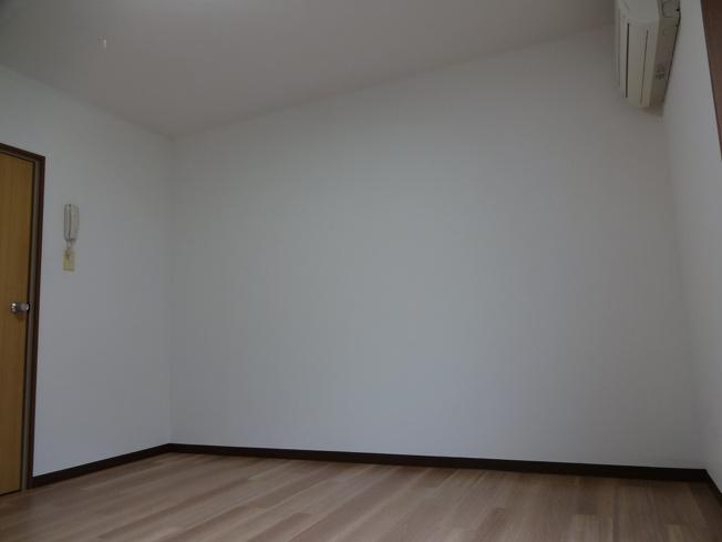 ベルファム関屋 洋室
