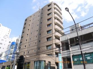 外観タイル張りのSRC造。重厚感あるモダンな建物です。