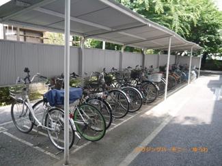 敷地内に、広々した駐車場が有ります。