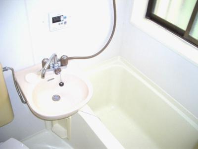 角部屋で浴室にも窓あり