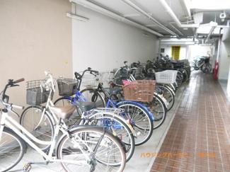 建物内に便利な専用駐輪場があります。