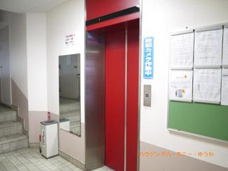 もちろん、エレベーターがあります。