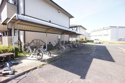 大きな自転車置き場 屋根付きです!