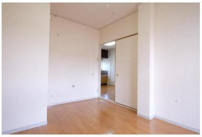 10その他部屋・スペース DKからの南側洋室入り口です