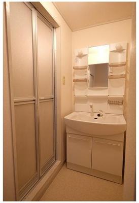 11洗面所 綺麗な一般名は温水シャワー付洗面化粧台です