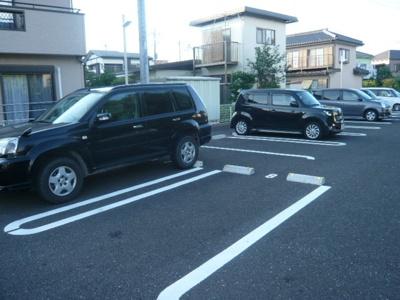 【駐車場】フラット・レジデンス
