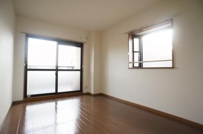 南面洋室♪※イメージです、出窓はありません。