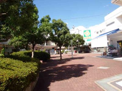 【周辺】近隣センター内店舗