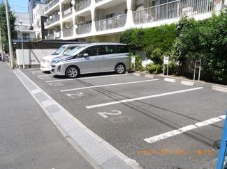 敷地内には、広々した駐車場を完備。