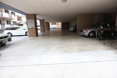 レフィナード 駐車場