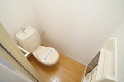 洗浄便座が設置出来る様にコンセントが設置されております。