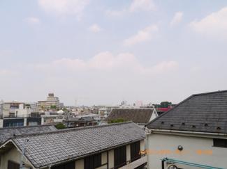 閑静な住宅街に立地し、眺望も良好です。