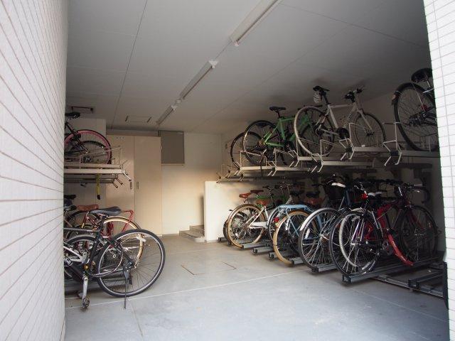 建物内に駐輪場があるので雨風にも安心