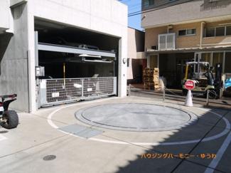 ビルトイン駐車場を完備。