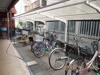 敷地内に、専用駐輪場が有ります