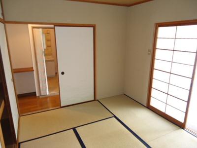 リビングの隣が和室です