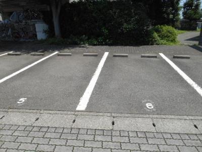 【駐車場】ファミーユ三ツ沢