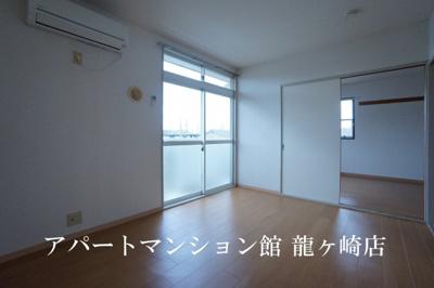 【居間・リビング】グリーンハウスB